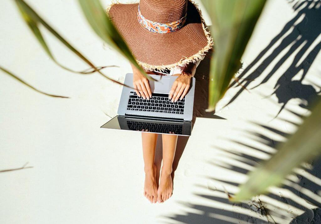 Woman laptop beach RF